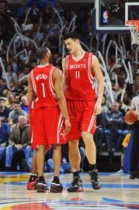 Yao y McGrady, marcados por las lesiones (Larry W. Smith/NBAE via Getty Images
