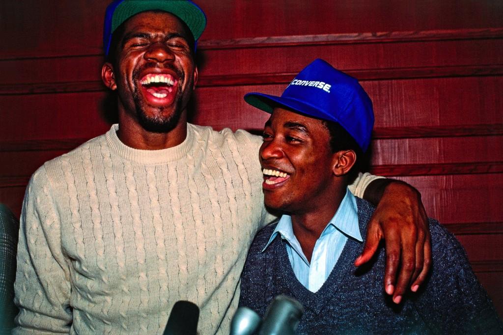Magic Johnson y Isiah Thomas, en 1983 (Andrew D. Bernstein/NBAE via Getty Images)