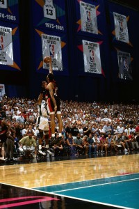Sean Elliott, en el tiro ganador (Andrew D. Bernstein/NBAE via Getty Images)