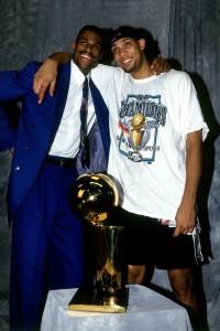 David Robinson y Tim Duncan, eufóricos tras el triunfo (Fernando Medina/NBAE via Getty Images)