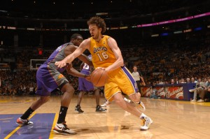 Pau Gasol, una pesadilla en el Staples para los Suns (Noah Graham/NBAE via Getty Images)