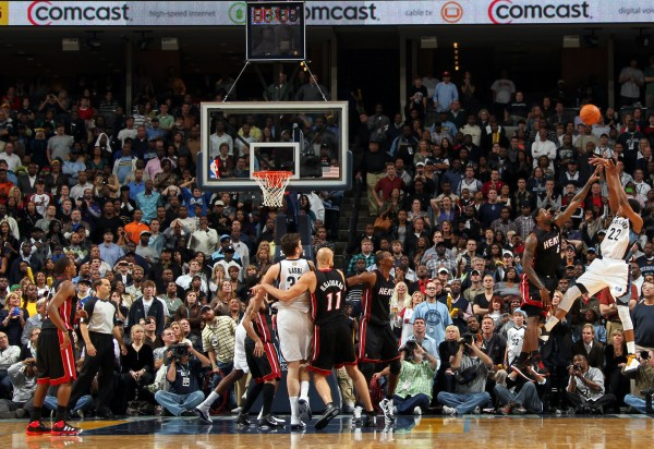 El Buzzer Beater de Rudy Gay. Copyright 2010 NBAE (Photo by Joe Murphy/NBAE via Getty Images)
