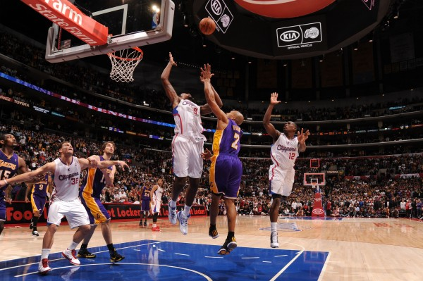 Derek Fisher anota la bandeja definitiva Copyright 2010 NBAE (Photo by Noah Graham/NBAE via Getty Images)